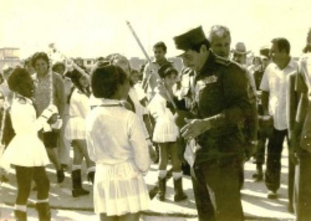 Raúl Castro visita escuela