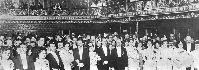 Se inaugura el teatro Juárez (Guanajuato)