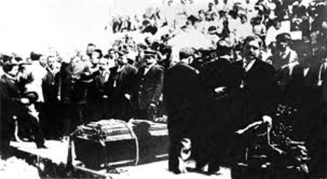 Venustiano Carranza es acribillado en Tlaxcalantongo, Puebla