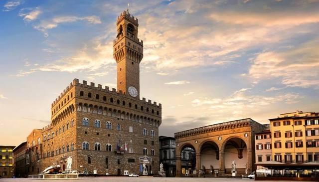Cosimo I trasferisce la corte a Palazzo Vecchio