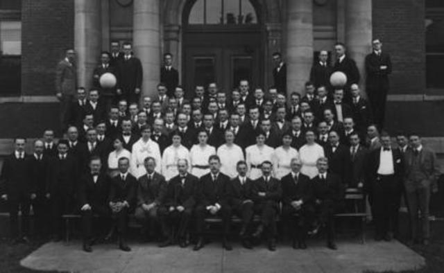 (1918) título de licenciado en Seguridad e Higiene en el Trabajo.