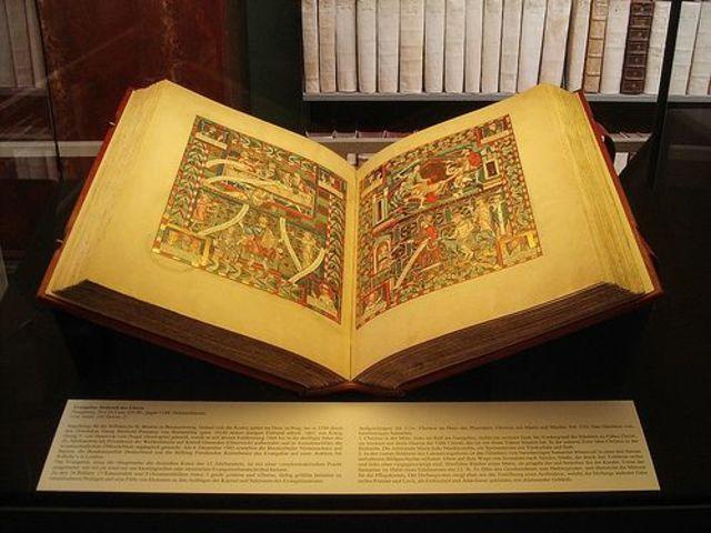 """SIGLO XVI  SE ESCRIBIO EL LIBRO """"Libellus de Medicinalibus Indorum Herbis"""""""