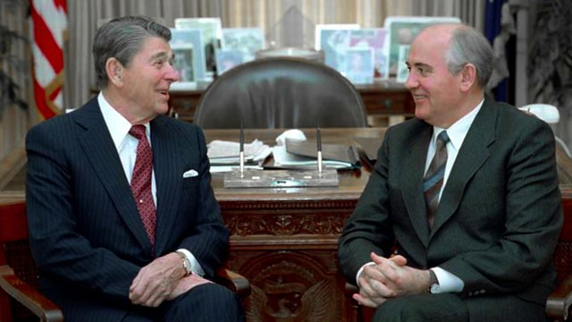 Reagan and Gorbachev reduce nuclear arms