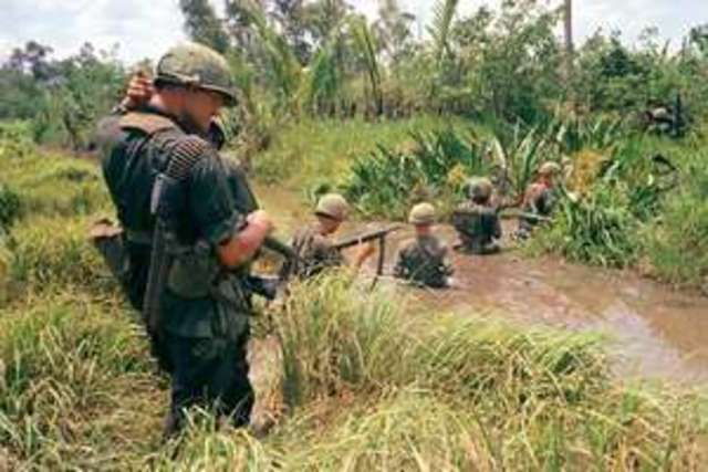 American troops enter South Vietnam