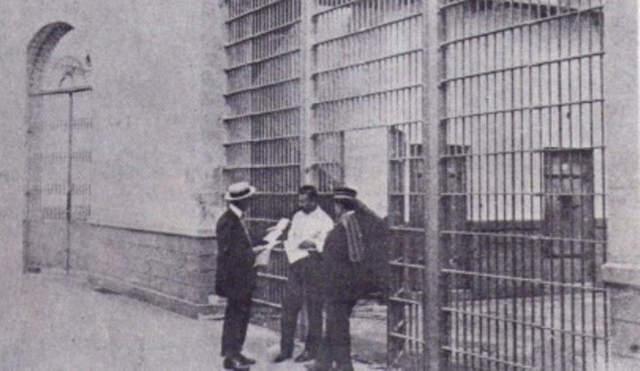 1912 Se une a Victoriano Huerta