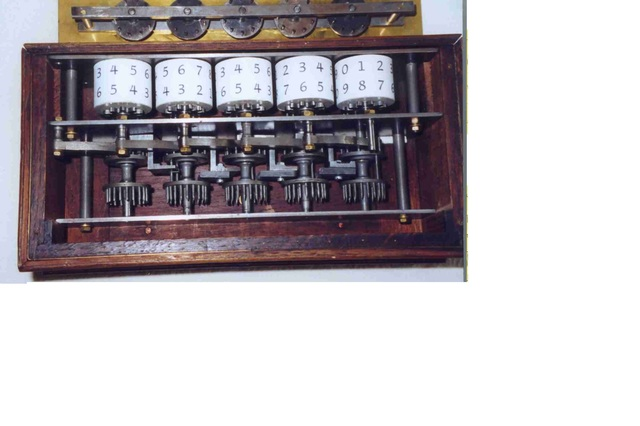Primera sumadora mecánica.