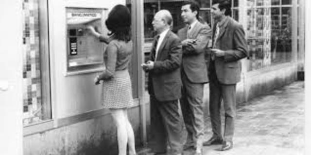introducción de los cajeros automáticos