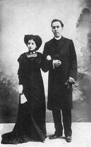 Se casa con Leonor Izquierdo.