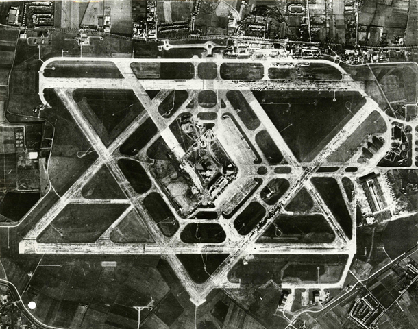 Heathrow in 1955: Several runways in different directions