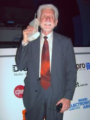 Firts Handheld Cell Phone made by Martin Cooper and Jole S. Engal