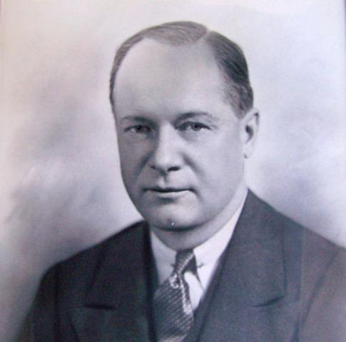 Francis E. Manierre becomes mayor