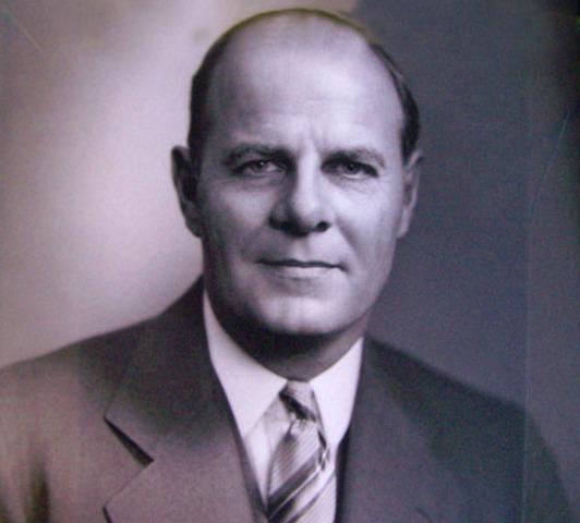 Edward K. Welles becomes mayor