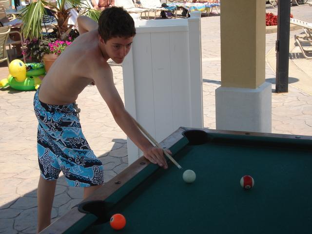 Hace tres años que jugé billar (billiards).