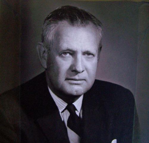 George R. Beach Jr. becomes mayor