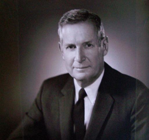 Willard K. Jaques becomes mayor