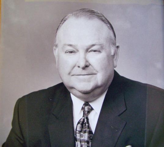 Howard Kerr is elected mayor