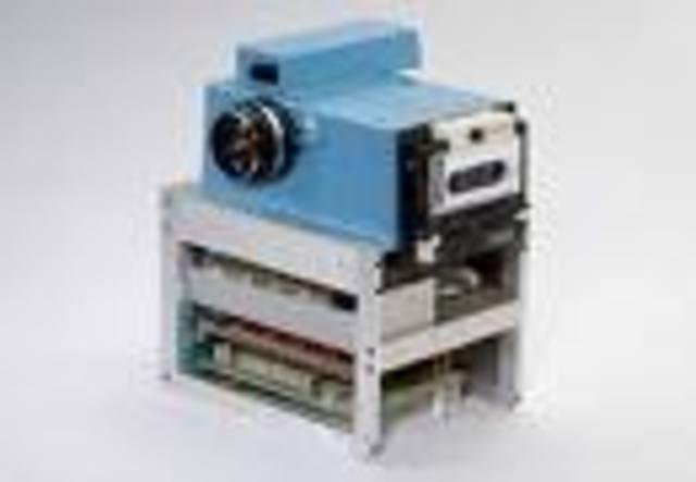 11th camera - Electronic still camera