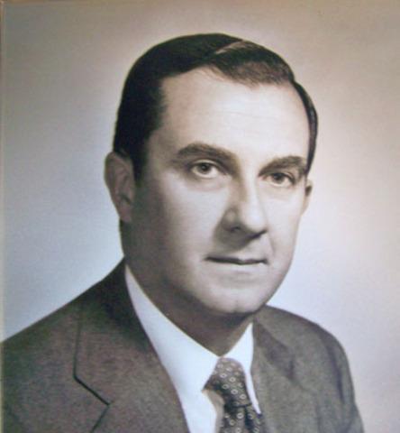 Aidan I. Mullett becomes mayor