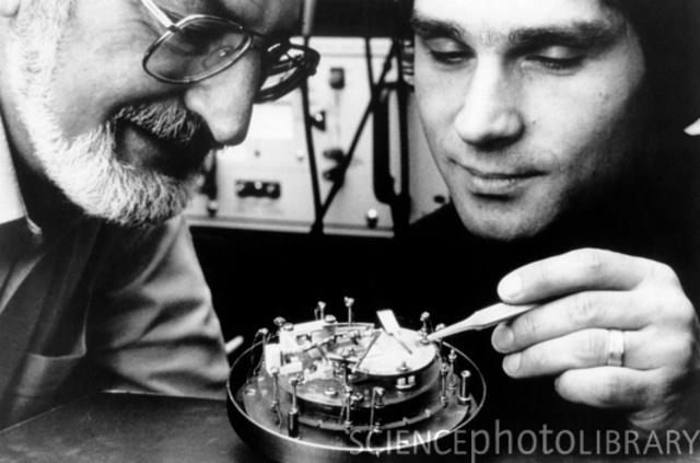 Microscope du Gerd Binnig et Heinrich Rohrer