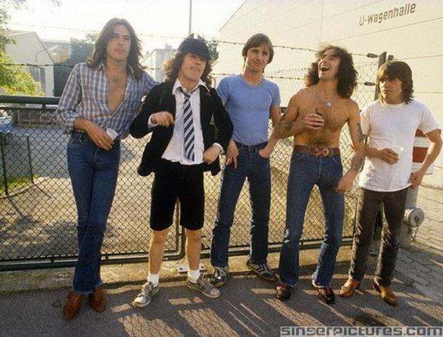 AC/DC - You Shook Me All Night Long - Back In Black