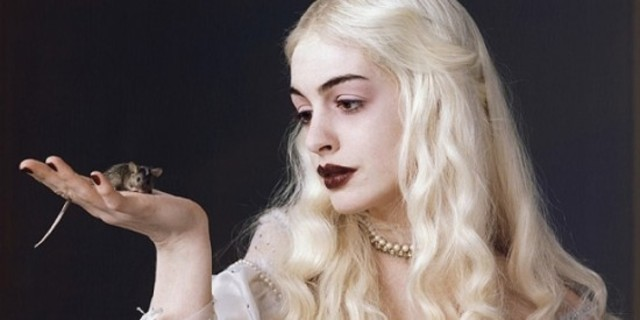 Anne Hathaway agrees to play The White Queen