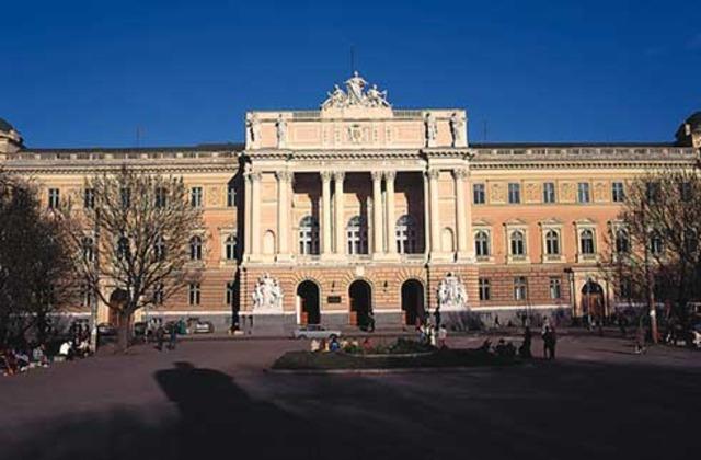 1916 se funda la Escela Nacional de Ciencias Químicas antecedente de la Facultad de Química