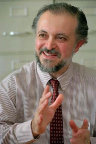 1995. Mario Molina (nacido en México) recibe el Premio Nobel de Química por sus trabajos con los CFC's