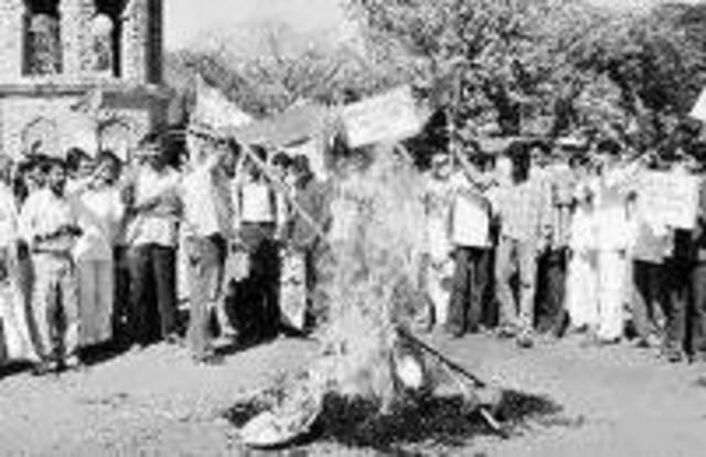 Swadeshi andolan (Movement for national goods)