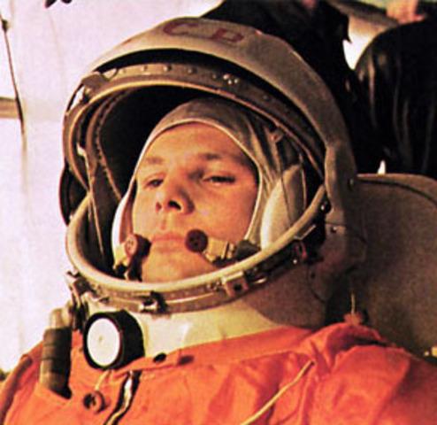 Yuri Alekséievich Gagarin va serel primer humà en viatjar a l'espai.