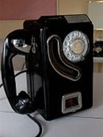 S'inventa el teléfon