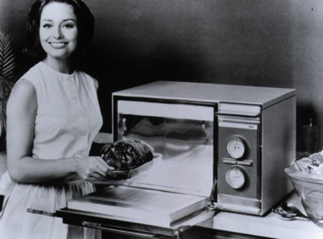 Primeros hornos de microondas para el hogar