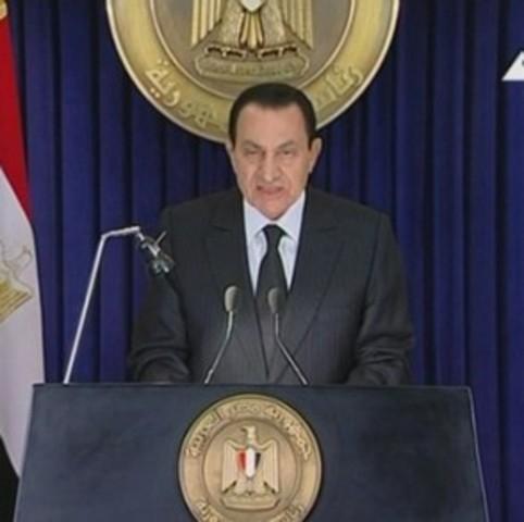 Mubarak dismisses cabinet