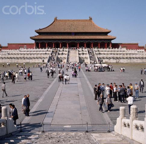 Jesuit missionaries establish a presence in china.