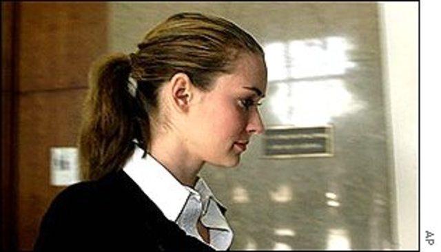 Winona Ryder aparece en la corte