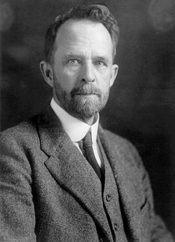 Thomas Hunt Morgan finds out what crossing over is