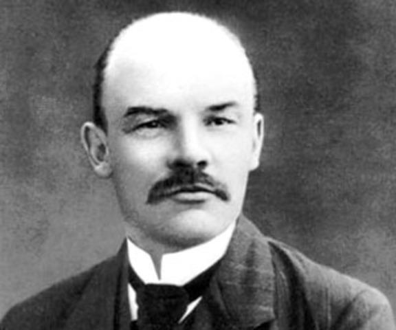 Lenin dies/ USSR Formed