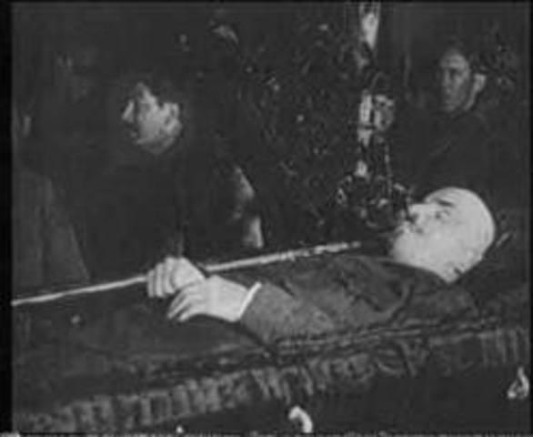 Lenin Dies/USSR formed