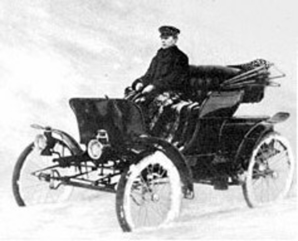 First automobile in Lake Forest
