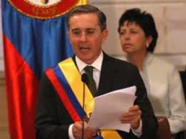 Es reelegido Álvaro Uribe
