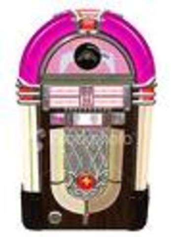 Robert Hope-Jones invented the Wurlitzer jukebox.