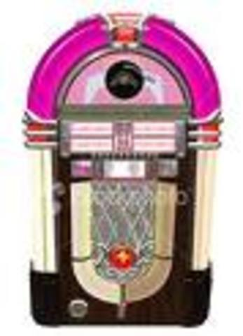 Robert Hope-Jones invented the Wurlitzer jukebox.