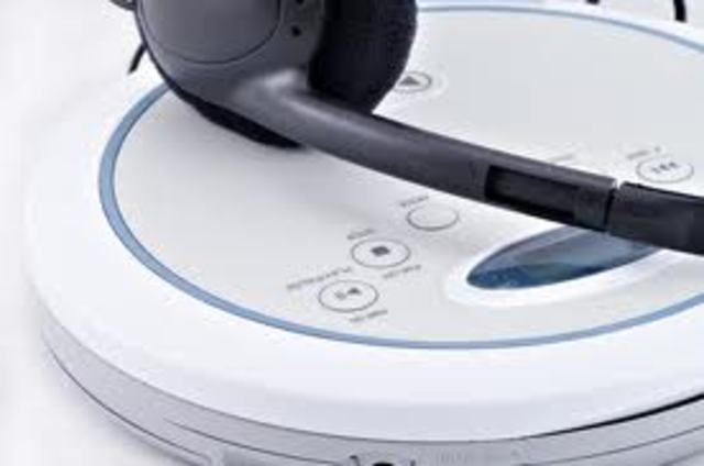 (R) Portable CD player