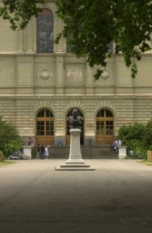 Piaget: Profesor Emérito, Universidad de Ginebra.