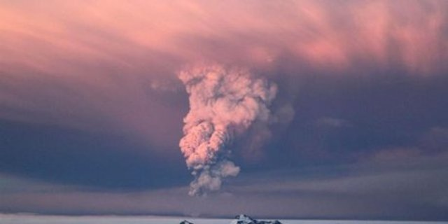 Icelandic eruption sparks travel fears