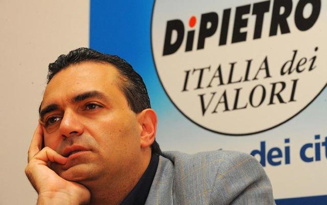 De Magistris si candida a sindaco