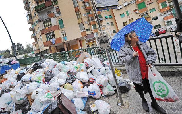 Tra i rifiuti parte la campagna elettorale