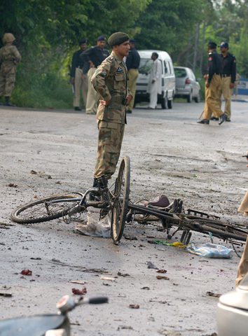 """A <a href=""""http://www.nytimes.com/2007/09/05/world/asia/05pakistan.html"""" rel=""""nofollow"""">double suicide attack on security services</a> (including an ISI bus) in Rawalpindi kills 25 people."""