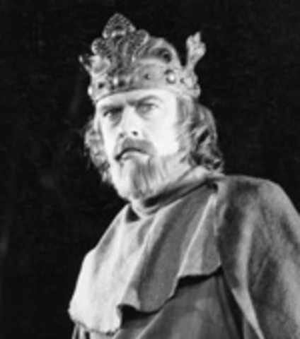 "Explain Macbeth as a ""tragic hero."""