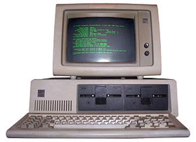 lanzamiento del primer computador personañ