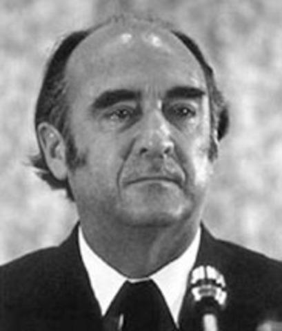 JOSÉ LÓPEZ PORTILLO Y PACHECO (1920-    )
